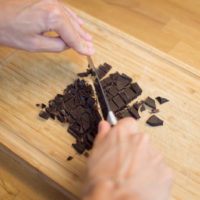 preparazione biscotti al cioccolato senza glutine