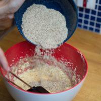 preparazione torta alle mandorle senza glutine