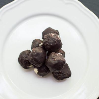 praline di cocco ricoperte di cioccolato